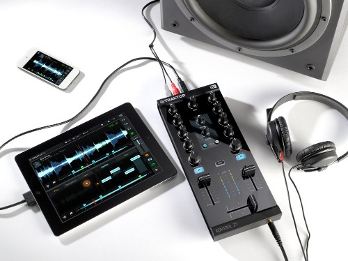 Traktor Kontrol Z1 brings physical controls to your iPad DJ setup for $199.99