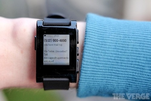 Pebble smartwatch makes retail debut, now shipping from Best Buy