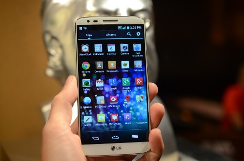 LG's G2 takes on the Galaxy S4 spec for spec, and feature for feature (hands-on)