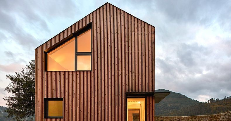 Minimal prefab home was assembled in just 5 hours