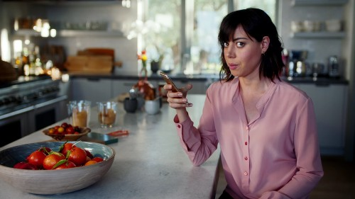 Apple hires Aubrey Plaza to explain 3D Touch on the iPhone 6S