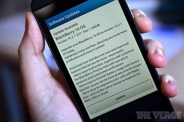 BlackBerry 10 gets upgraded lock screen, group messaging functions with latest update