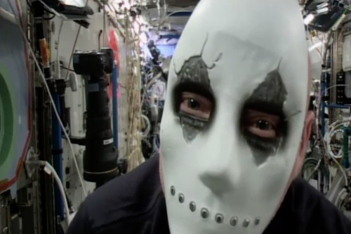 NASA astronaut Scott Kelly is haunting the ISS in a creepy Halloween mask