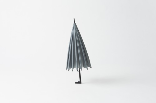 This nifty Japanese umbrella can stand on its own