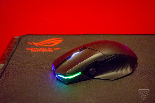 Asus' ROG Chakram mouse has an analog stick and wireless charging