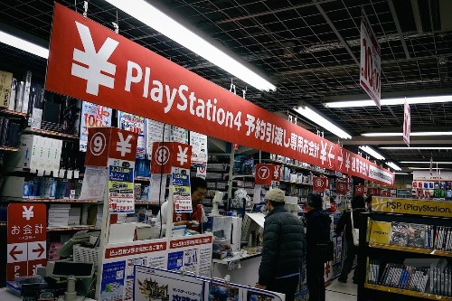Over 322,000 PS4 consoles sold on Japanese opening weekend
