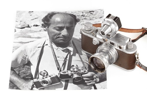 Eisenstaedt's 'Kiss in Times Square' Leica camera goes to auction