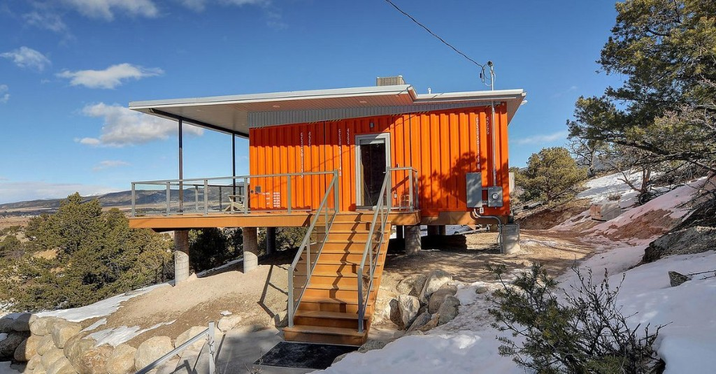 A shipping container house inspired by midcentury style