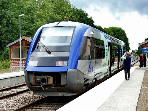 France pays $20 billion for trains that don't fit its stations
