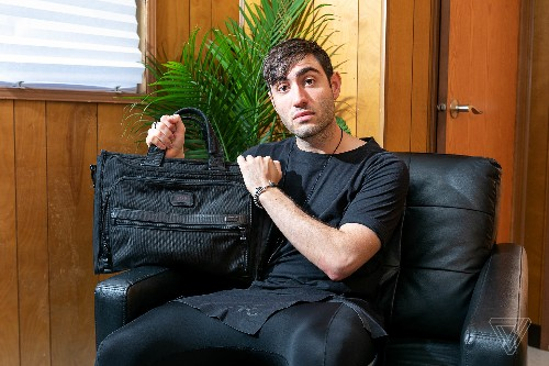 What's in your bag, 3lau?