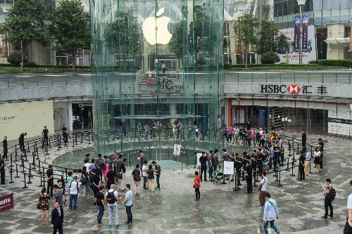 Chinese authorities shut down Apple's iBookstore and iTunes Movies