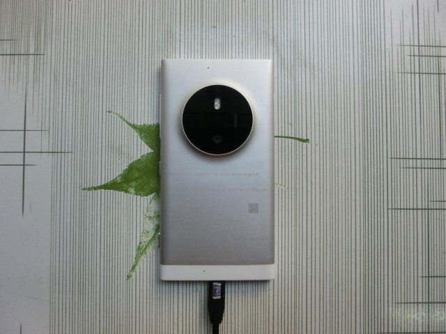 Microsoft Lumia phone with a huge camera bump appears in leaked photos