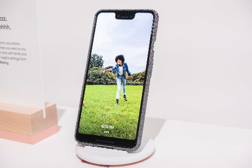 Google announces Pixel Stand wireless charging dock that doubles as a photo frame