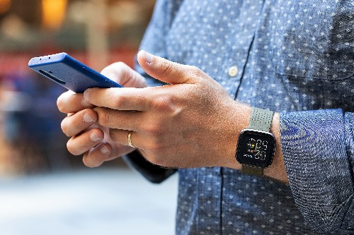 Fitbit Versa 2 review: smart fitness tracker, dumb smartwatch