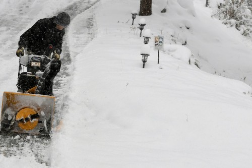 Colorado, Wyoming residents wake up to inches of snow in early season storm