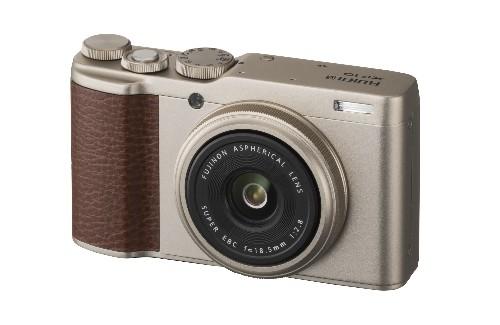 Fujifilm's XF10 is a small compact camera with a big sensor