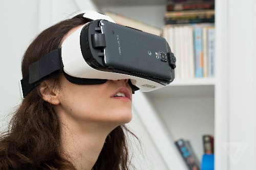 Best Buy is giving a Gear VR to buyers of a Note 5 or Galaxy S6 today