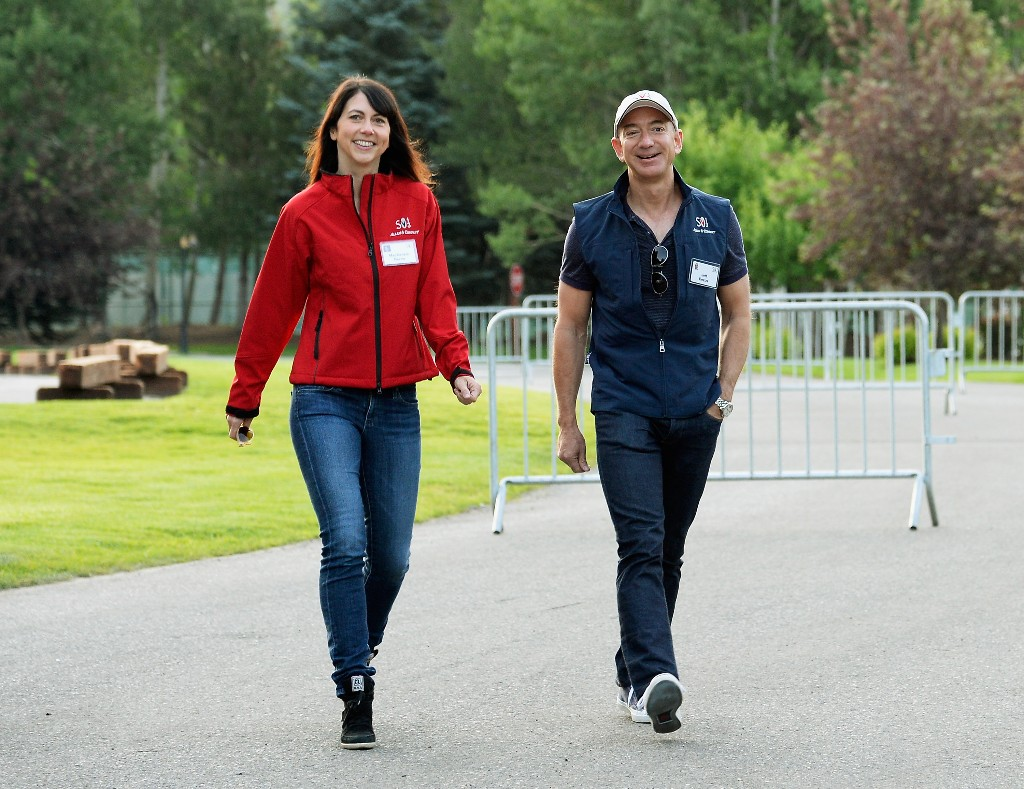 MacKenzie Bezos signs the philanthropic commitment that her ex-husband long spurned