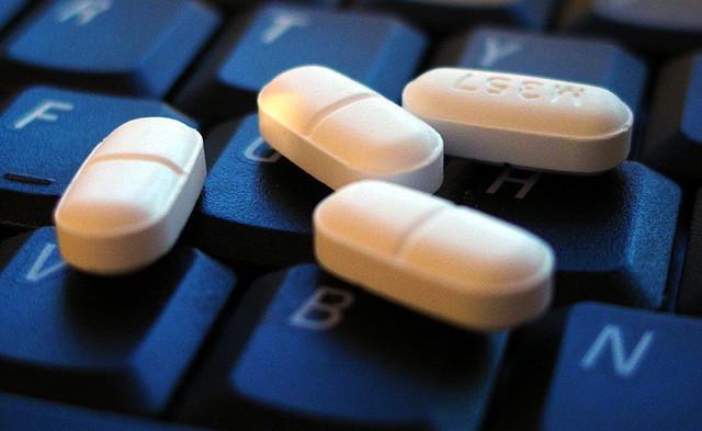 Drug companies may soon have to tweet dangerous side effects