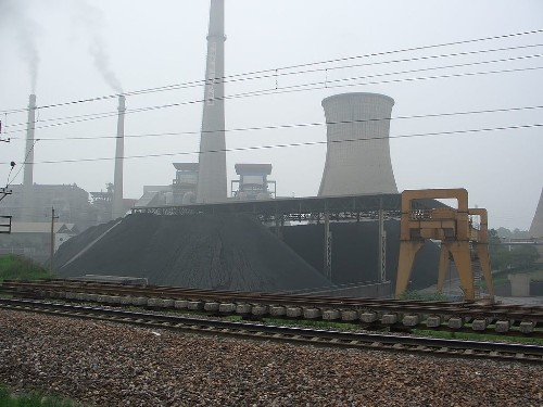 Chinese coal pollution has cut life expectancy by at least five years, study finds