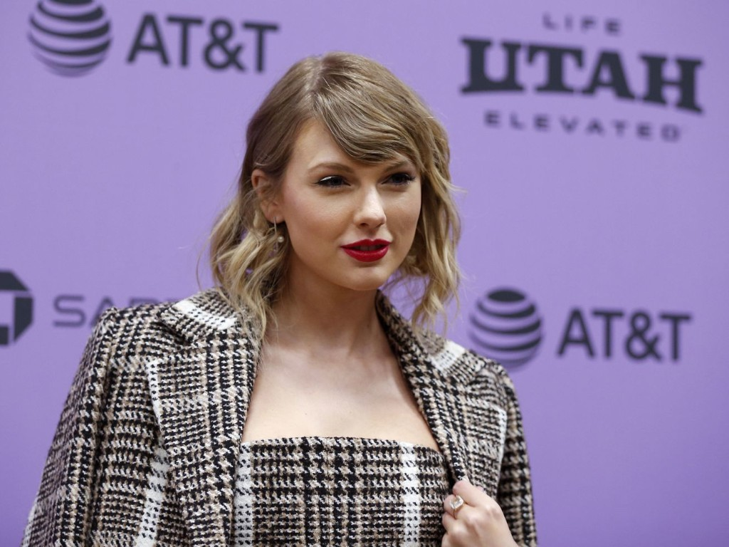 Taylor Swift's 'Folklore' just became the first album in 2020 to sell 1 million copies