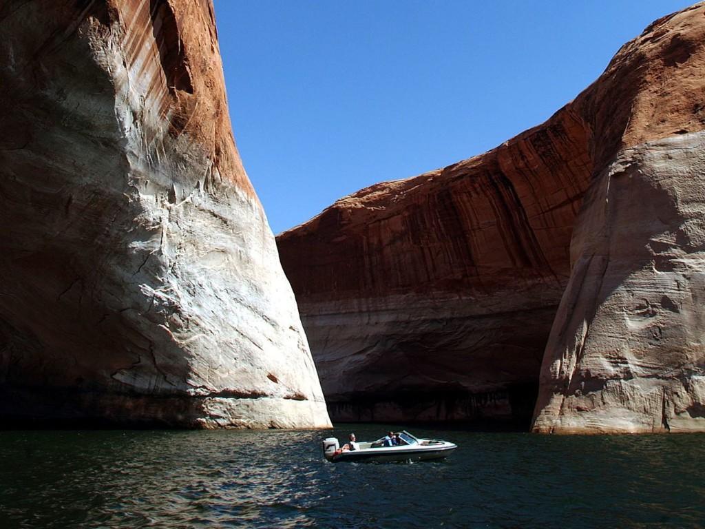 Arizona man presumed dead in Lake Powell drowning
