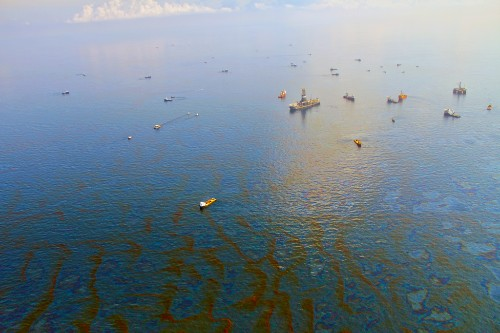 Deepwater Horizon spill left an oil ring the size of Rhode Island at the bottom of the sea, study says