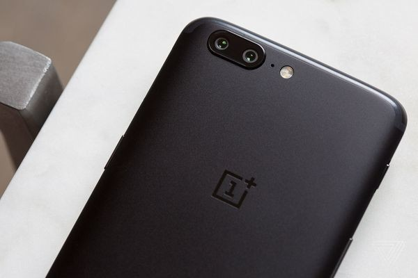Some OnePlus 5s are reportedly rebooting after dialing 911