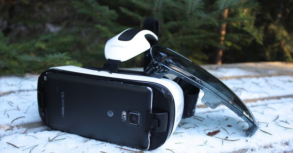 The Samsung Gear VR makes virtual reality easy, but I still feel dumb using it