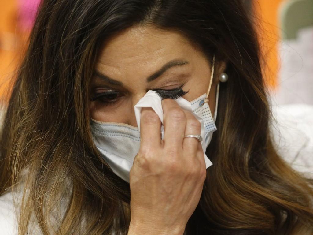 Detective, nurse, confidant: Virus tracers play many roles