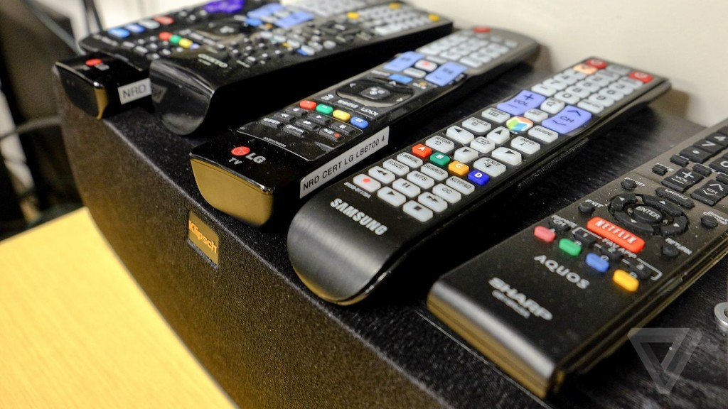 Mossberg: TV is changing, but not fast enough