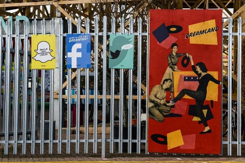 It's getting harder and harder to tell Instagram, Facebook, Snapchat and Twitter apart