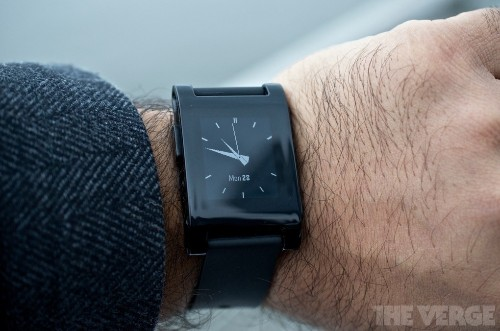 Pebble smartwatch apps are finally smart, can now talk to iOS and Android apps