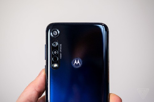 Motorola vows to release lightning-fast flagship phones in 2020