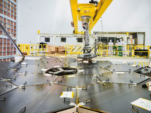 NASA assembles the primary mirrors on the world's most powerful space telescope