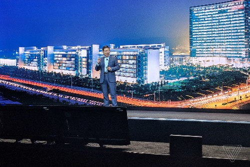 Huawei's CEO going off-script to rage at US carriers was the best speech of CES