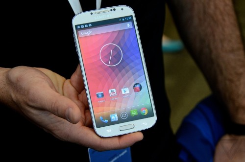 This is the new Nexus: a first look at Samsung's Galaxy S4 with stock Android