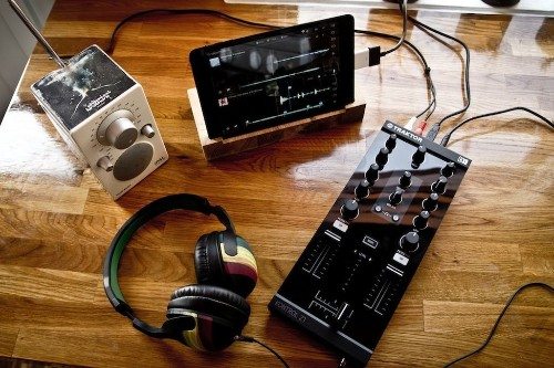 DJ Casual: making music with an iPad, an algorithm, and a Traktor Kontrol Z1