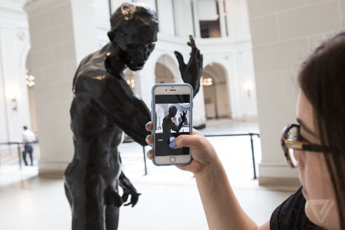 The Brooklyn Museum's app acts like AI, but there are humans behind it