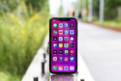 Apple and Samsung dominate top selling phone lists for 2019