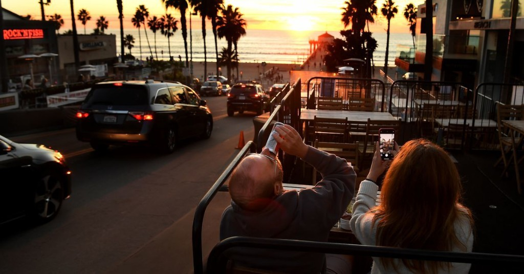 Manhattan Beach Keeps Outdoor Restaurant Space Open by Calling it 'Public Seating'