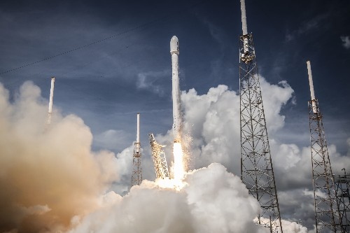 How reusable rockets work — and why they're the target of the private space industry