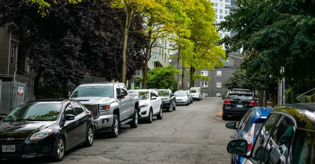 Seattle's New Free Street Parking Rules May Help Restaurants Still Open for Takeout and Delivery