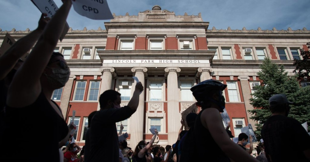 Despite protests, most Chicago schools voted to keep police. What's next?