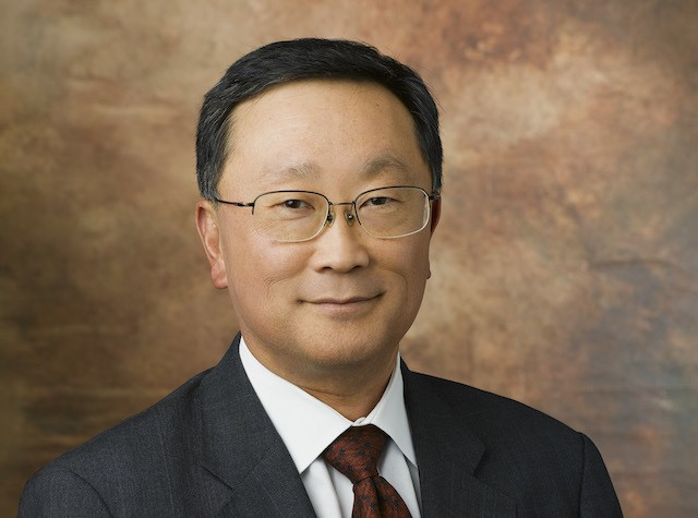 BlackBerry says new CEO John Chen will stick around until business recovers