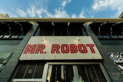 The Mr. Robot VR experience isn't a gimmick — it's true storytelling