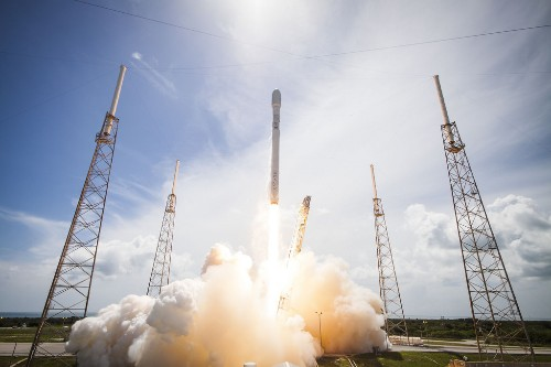 Elon Musk made SpaceX photos public domain because of a tweet
