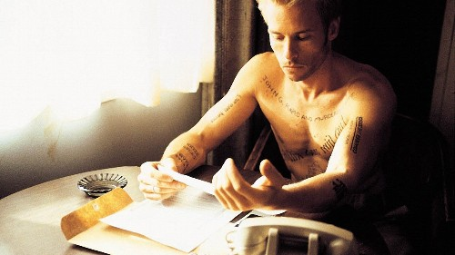 What does a Memento remake look like in 2015?