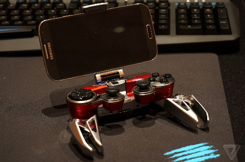 The Mad Catz LYNX 9 is a bold and unique mobile gaming controller