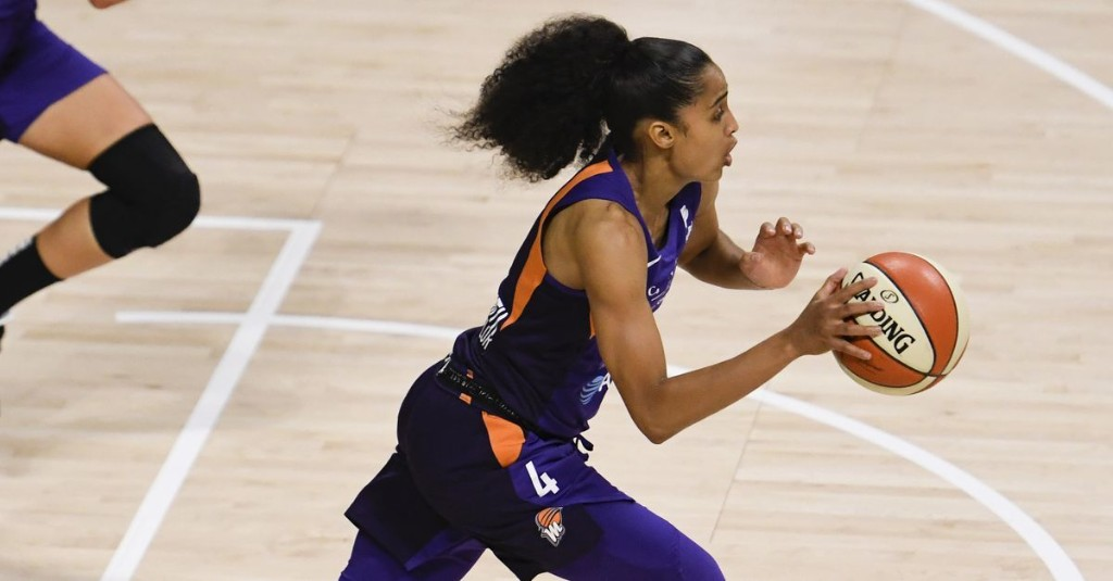 Two elite point guards — Skylar Diggins-Smith and Courtney Vandersloot — headline matchup between Phoenix Mercury and Chicago Sky